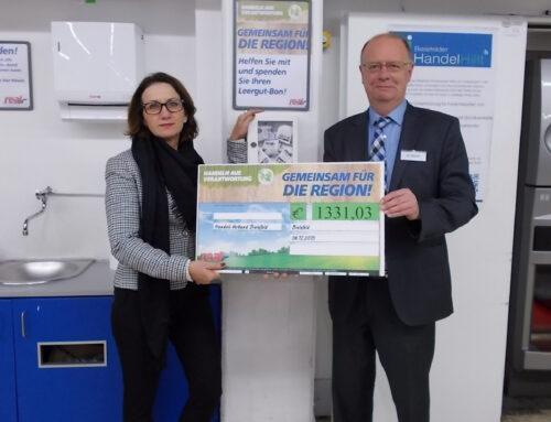 real,- sammelt Pfandbons für Bielefelder Handel Hilft e. V.